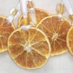 Коледни портокалови играчки