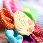 Разноцветни текстилни цветя