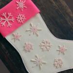 Коледен чорап с филцови снежинки