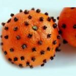 Коледна играчка от портокал с карамфил