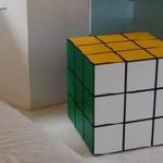 Кубът на Рубик като маса