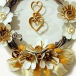 Есенен венец с хартиени цветя в златно