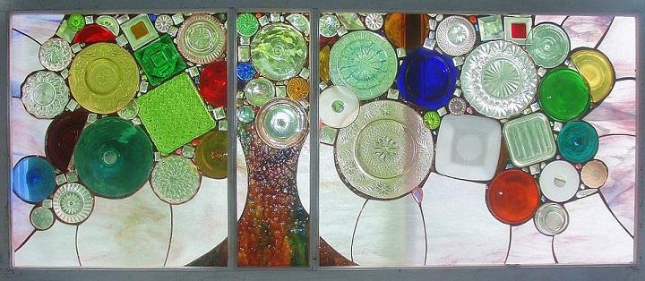 Витражи от стари стъклени бутилки
