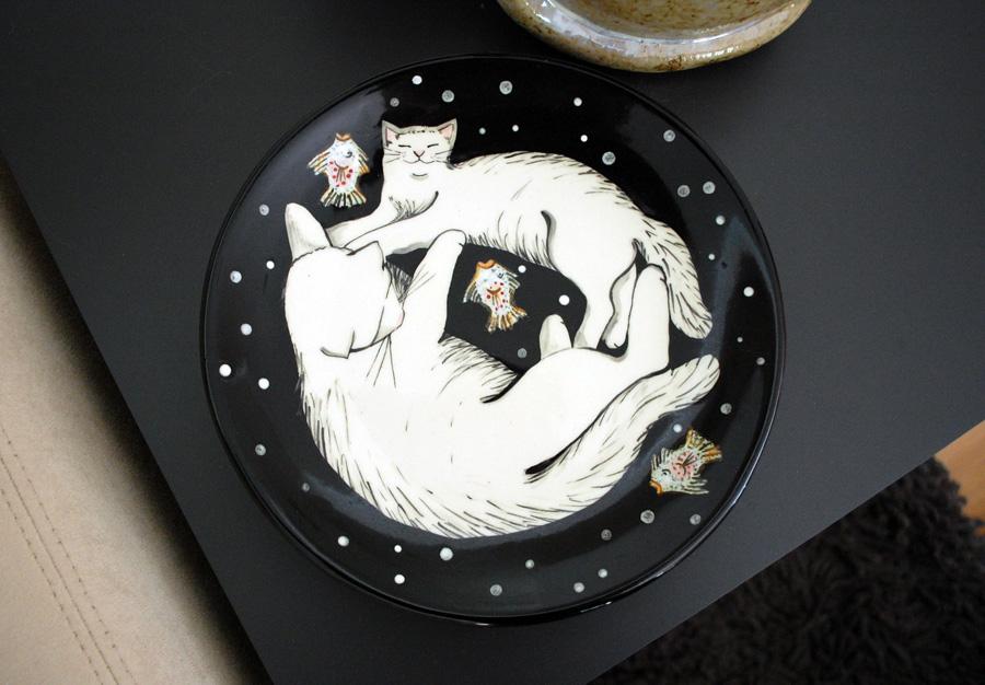 cat in a plate 2
