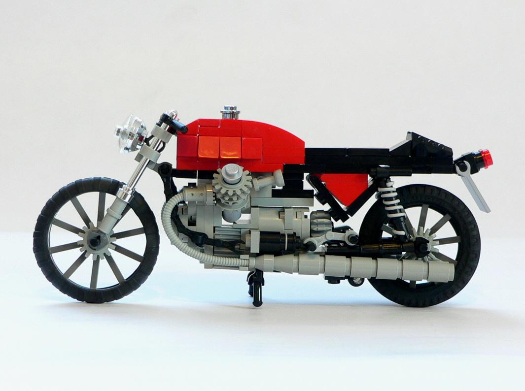 moto-Guzzi-V7-04