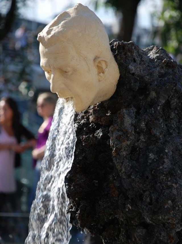 strange_sculptures_worldwide_01