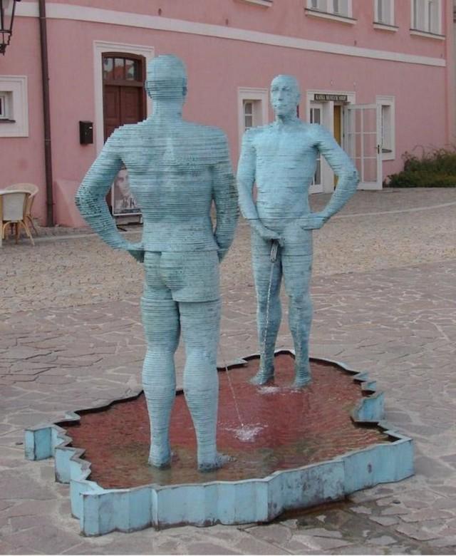 strange_sculptures_worldwide_05