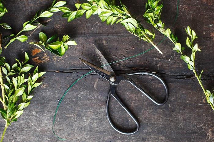 HelloHomeShoppe-Poppytalk-Mini-Wreath-Sissors