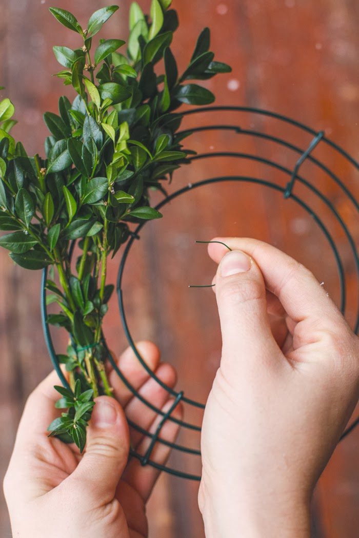HelloHomeShoppe-Poppytalk-Mini-Wreath-Step1