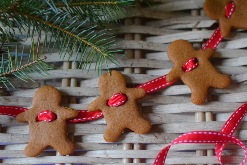 decorators-notebook-gingerbread-garland