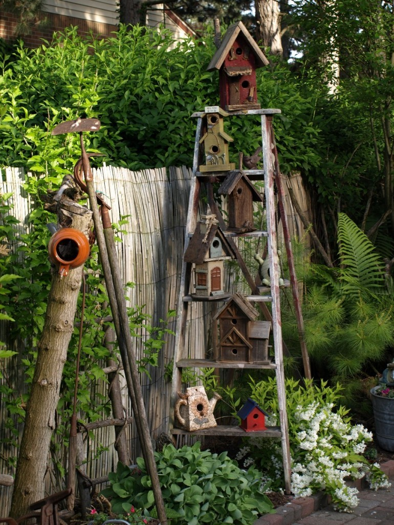 birdhouses_garden-770x1024
