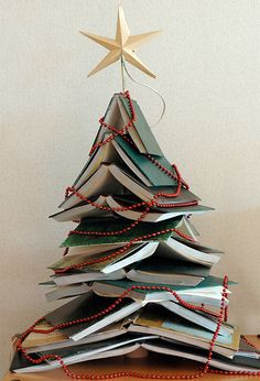 artandblog_decorating-with-books-for-christmas_07