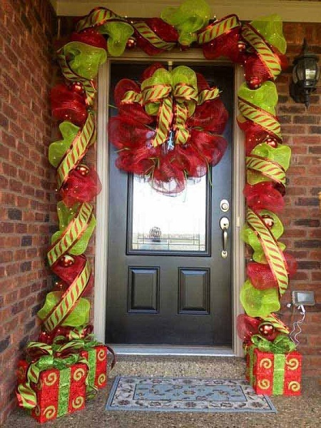 christmas-door-decorations-artandblog-1
