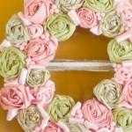 Пролетен венец от усукани рози