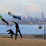 Летящи хора в небето на Ню Йорк