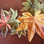 Есенна декорация за маса с изкуствени листа