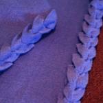 Плетени краища на поларено одеало